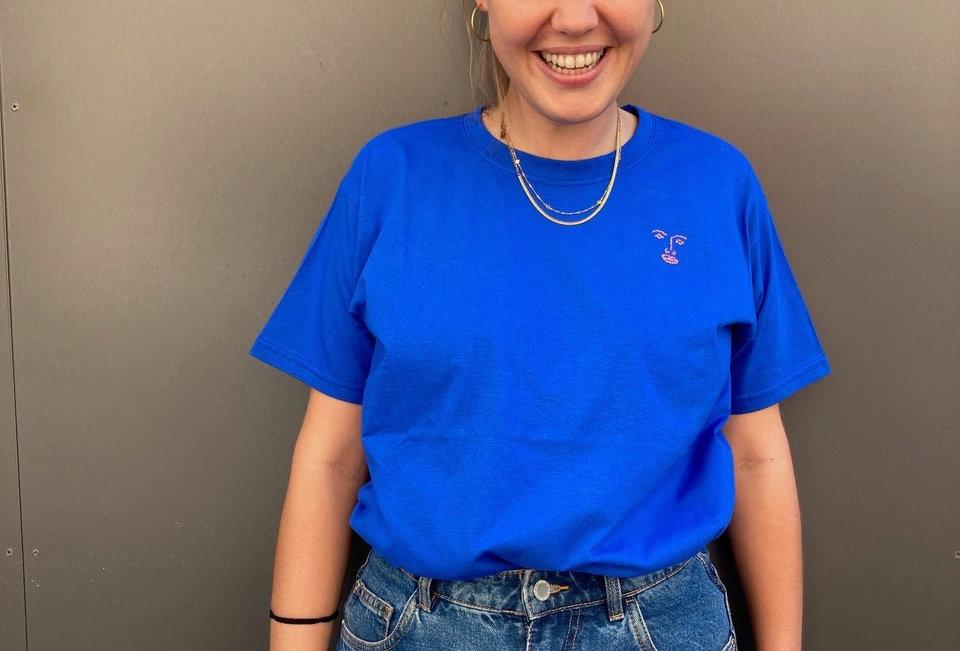 T-Shirt bright blue (handbestickt)