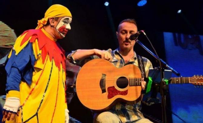 Piñón Fijo cantó con Charly García e Hilda Lizarazu en el cumpleaños de Pedro Aznar