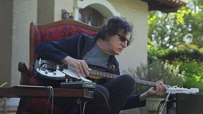 Charly Garcia, recuperándose   y tocando Pink Floyd.