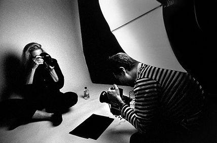 Platon photographing Annie Leibovitz   0