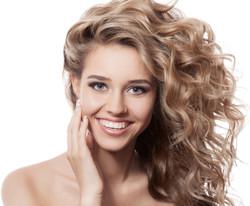 Curly Blonde Model 2015-6-5-13:20:31