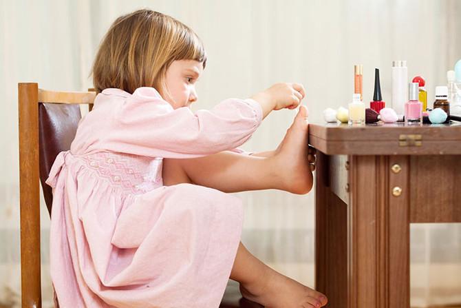 Хочу быть взрослой, или Когда разрешать дочке краситься?
