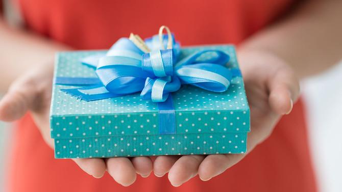 Подарок - манипуляция или выражение искренней симпатии ?