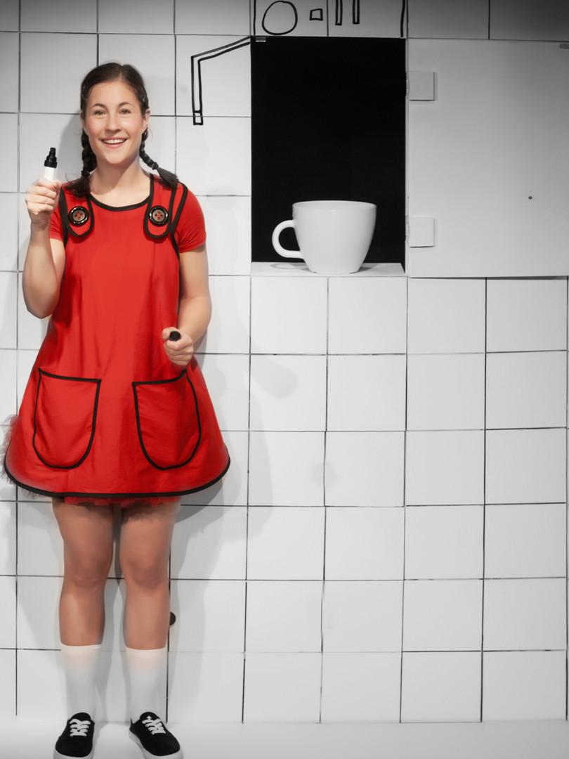 Emma Silja Sångren i rollen som Datter.
