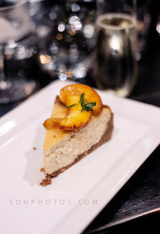 Lemon cheesecake with peaches