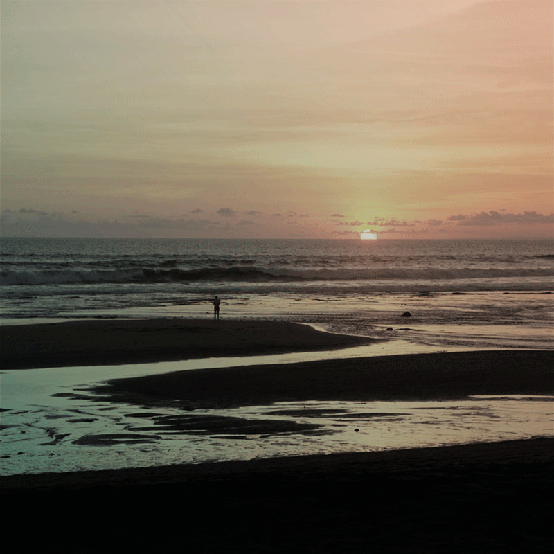 Sunset-gazing in Bali, training presence