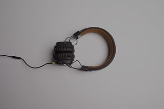 headphone-1868612_1920_edited.jpg