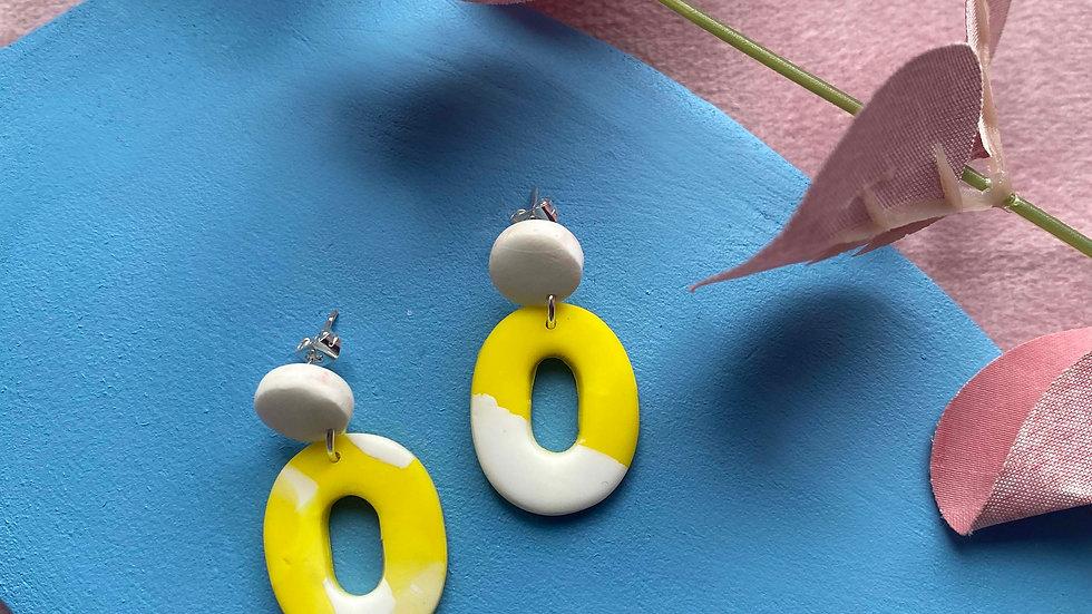 Retro oval dangly earrings