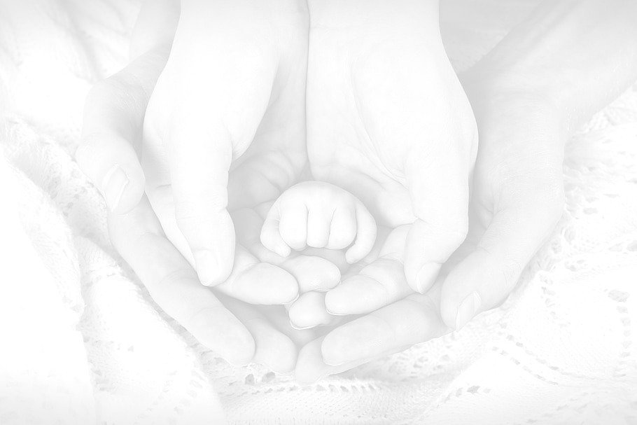 hands-newborn-baby_edited_edited.jpg