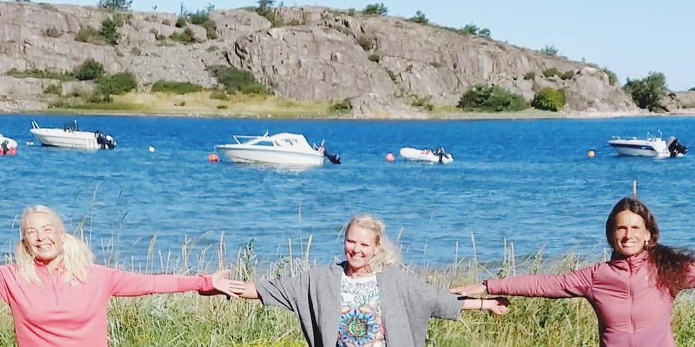 Sommaryoga vid stranden, Kyrkvikens Camping