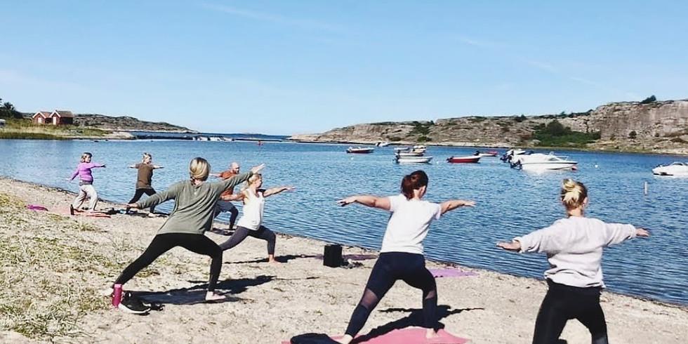 Sommaryoga vid stranden, Kyrkvikens Camping - Säsongsavslutning!