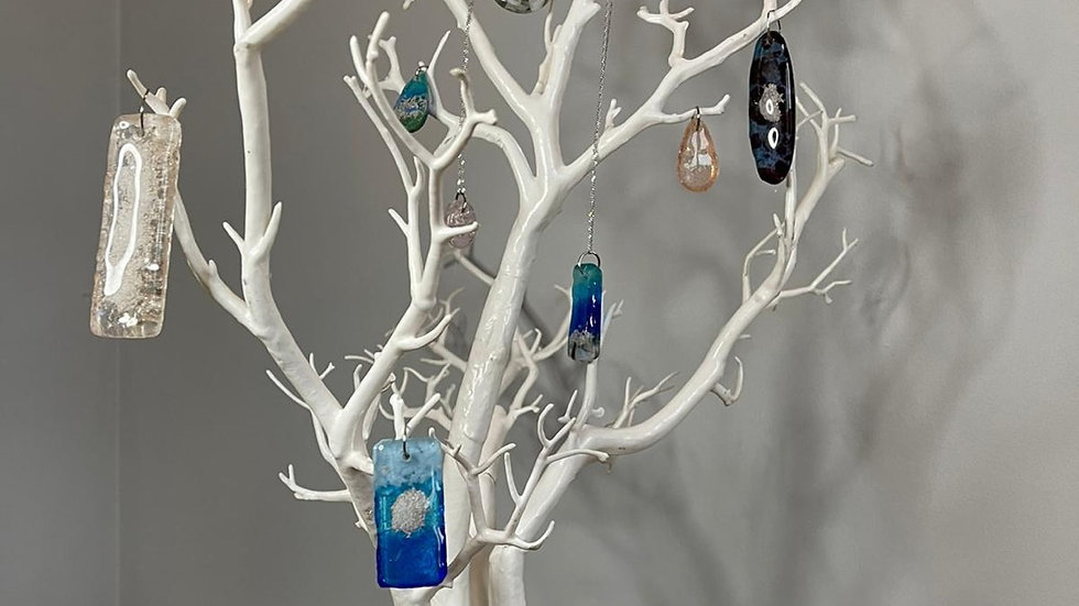 Pendants with ashes contained