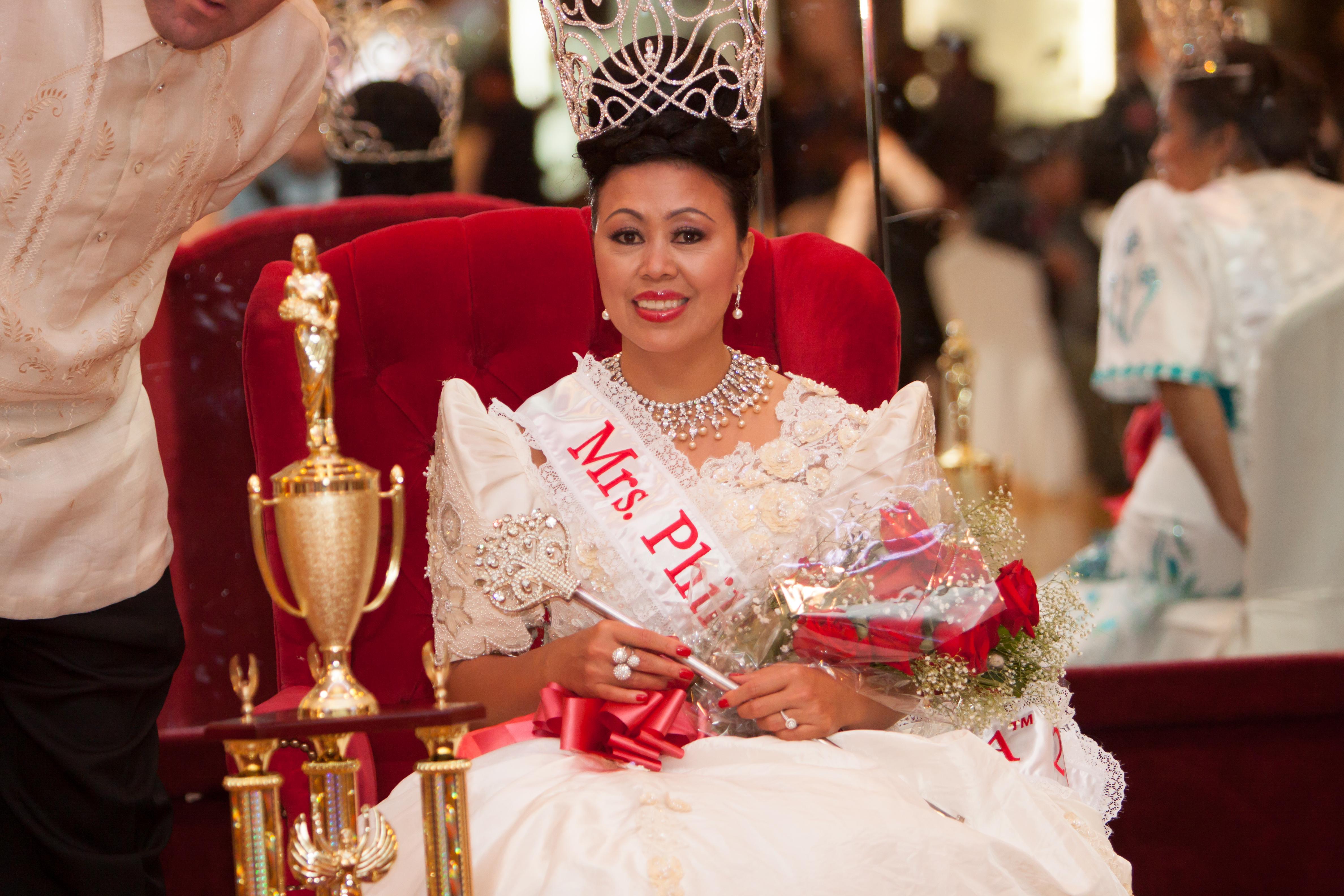 Mrs_Philippines_USAtm_2014396