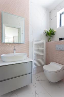 Scandi inspired corner glazed extension bathroom 02 by DHV Architects