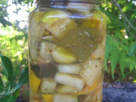 Comment utiliser toutes les courgettes du jardin ? les pickles de courgettes au curry