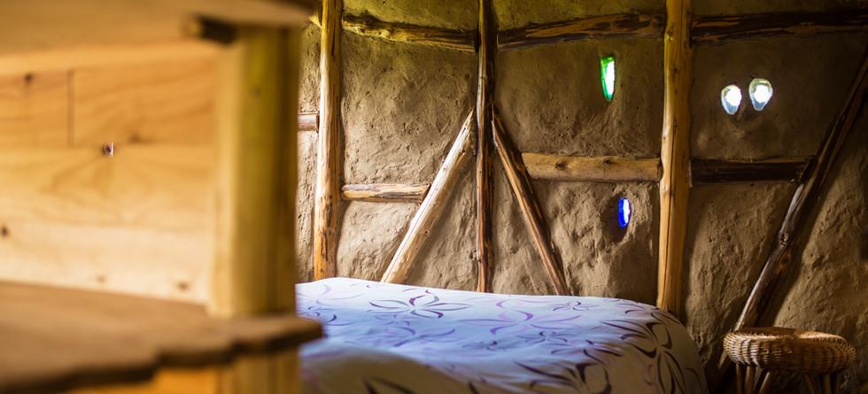 mur et jeux de lumière dans le torchis