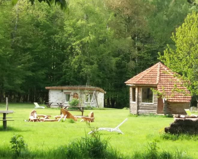 cabane bois et pierre