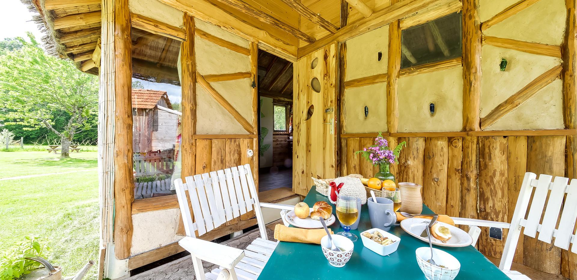 Prendre son petit déjeuner sur la terrasse