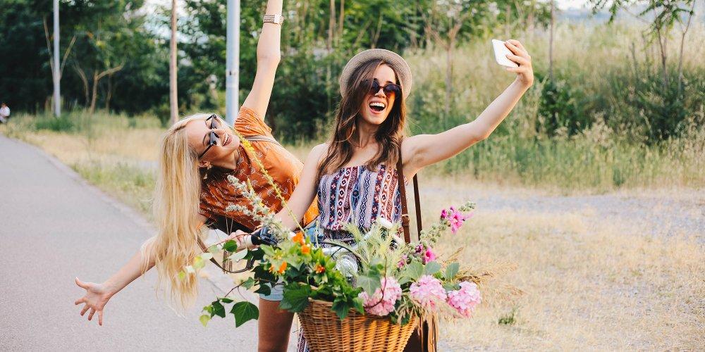 filles-selfie-nature-velo