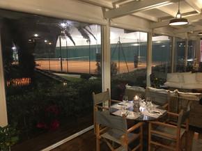 Veranda con tende trasparenti