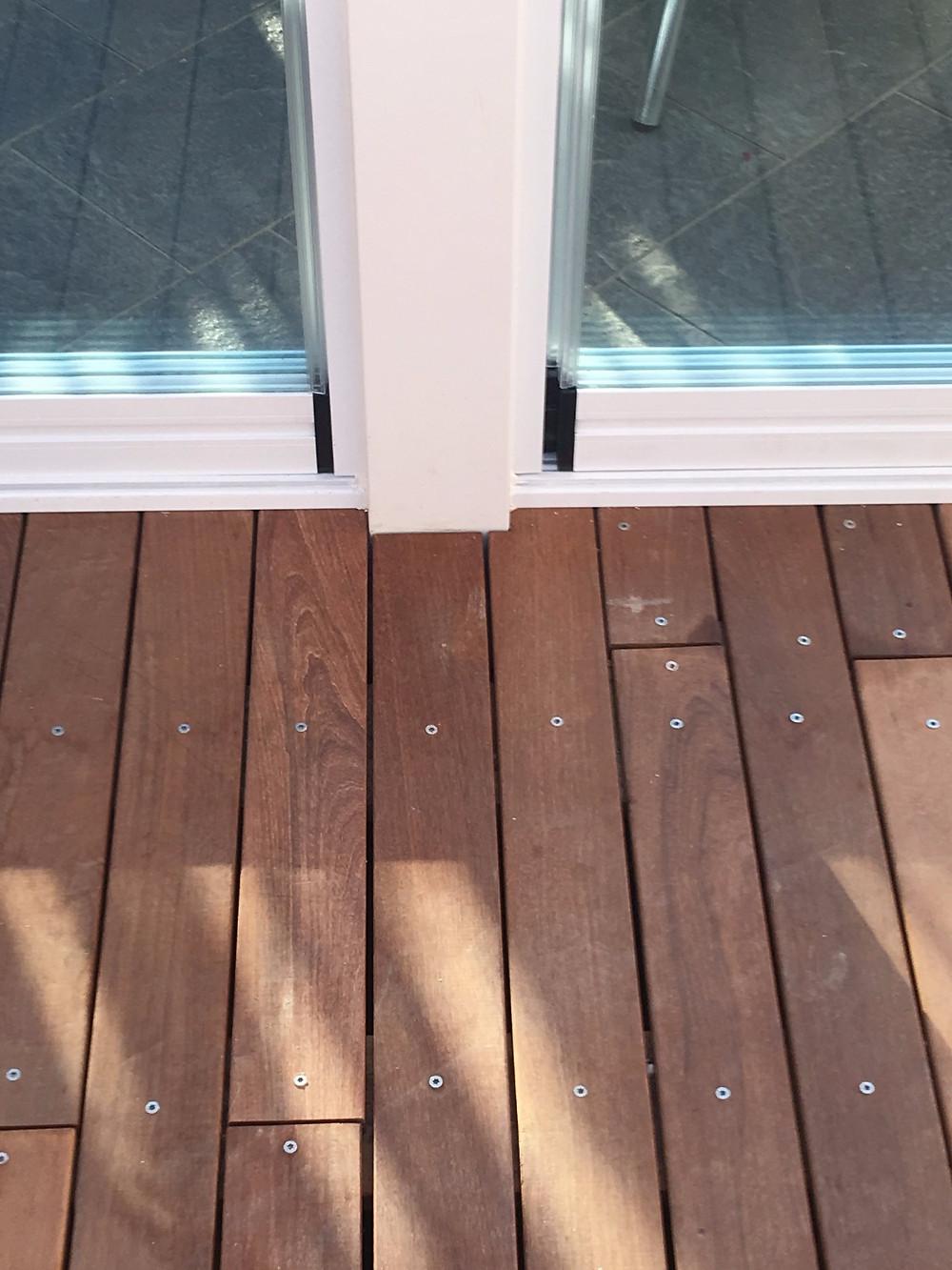 Il legno con il bianco della struttura ed il vetro