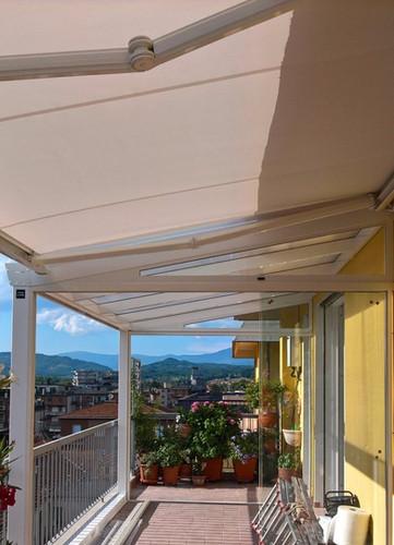 veranda in alluminio e vetro.jpg