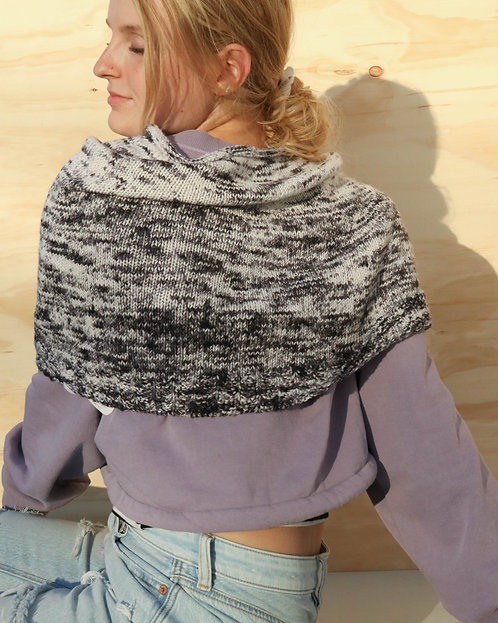 KNITTED INFINITY COWL in black & white