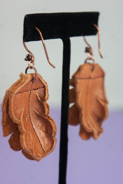 LEATHER EARRINGS - light leaf