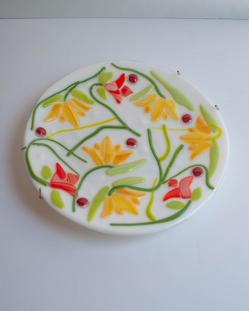 DECORATIVE FLOWER PLATE - white with yellow flowers