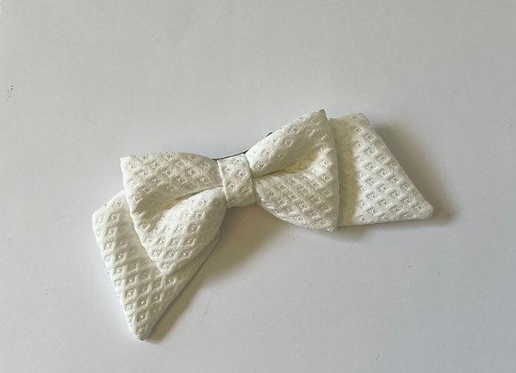 White cotton bow