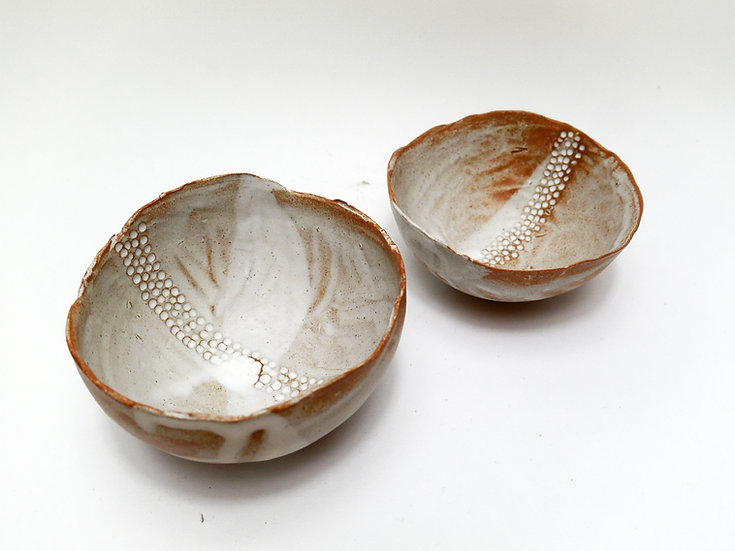 Set of Stoneware Bowl with Ripped Edge Effect Top. White Dolomite Pattern.