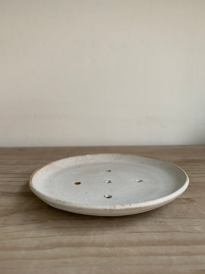 Curved button soap dish with foot