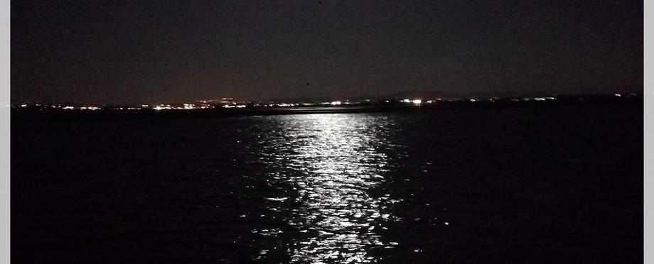 Lua cheia no Tejo - Lazy Lisbon Cruises