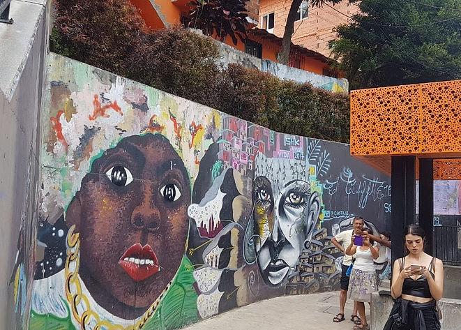 Comuna 13 Viajando sin afan.jpg
