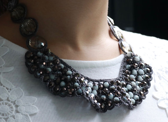 collier broderie cristal