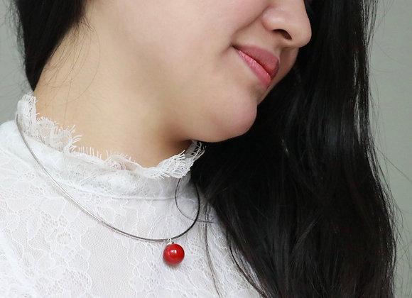 collier argent et perle rouge