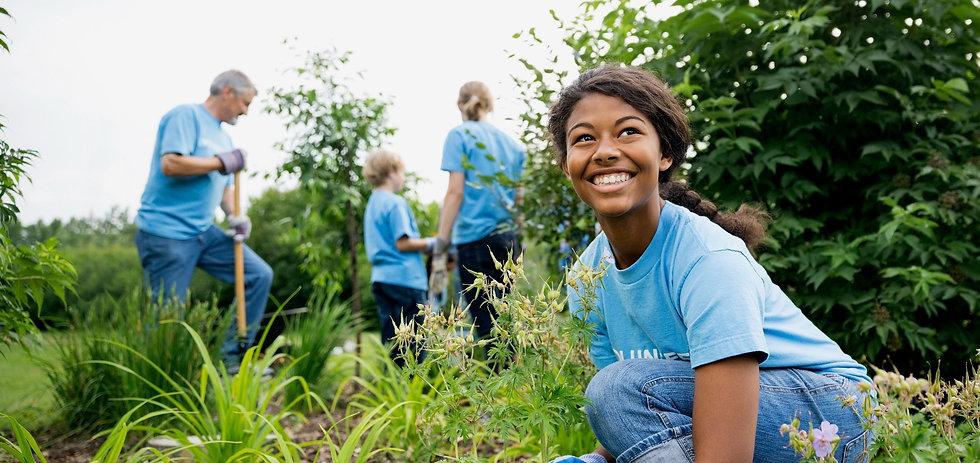 Volunteers-Garden_edited_edited.jpg