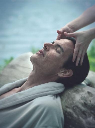 Presso l'area benessere di Salone Mytho Acconciatori è possibile rilassarsi e lasciarsi curare.
