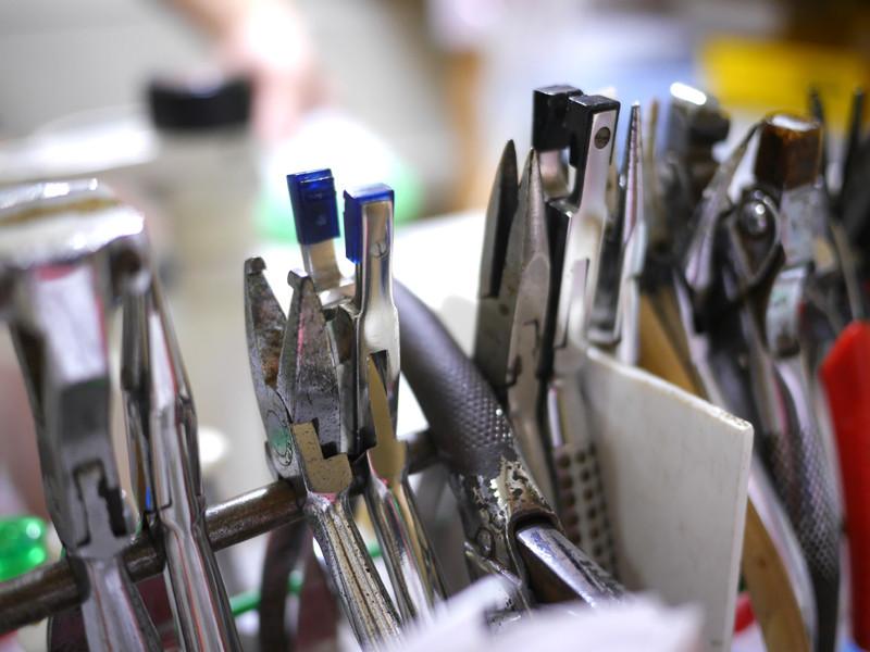 眼鏡職人が使用する道具の数々