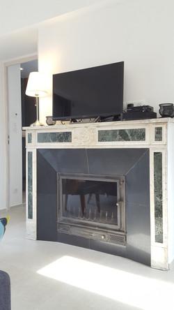 cheminée et TV connectée du salon