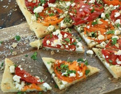 Receta de Flatbread con tomate y queso de cabra