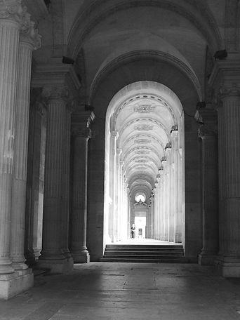 PH couloir Louvre - copie.JPG