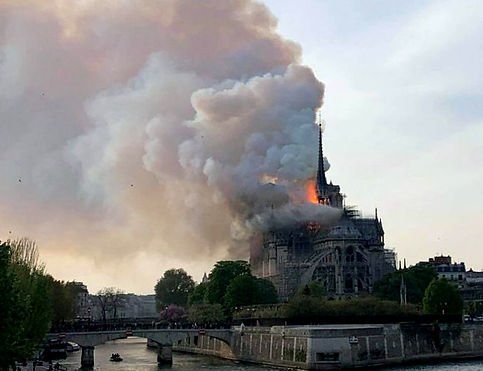 Paris flammes.jpg