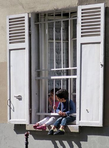 H_Enfants_fenêtre_-_copie.jpg