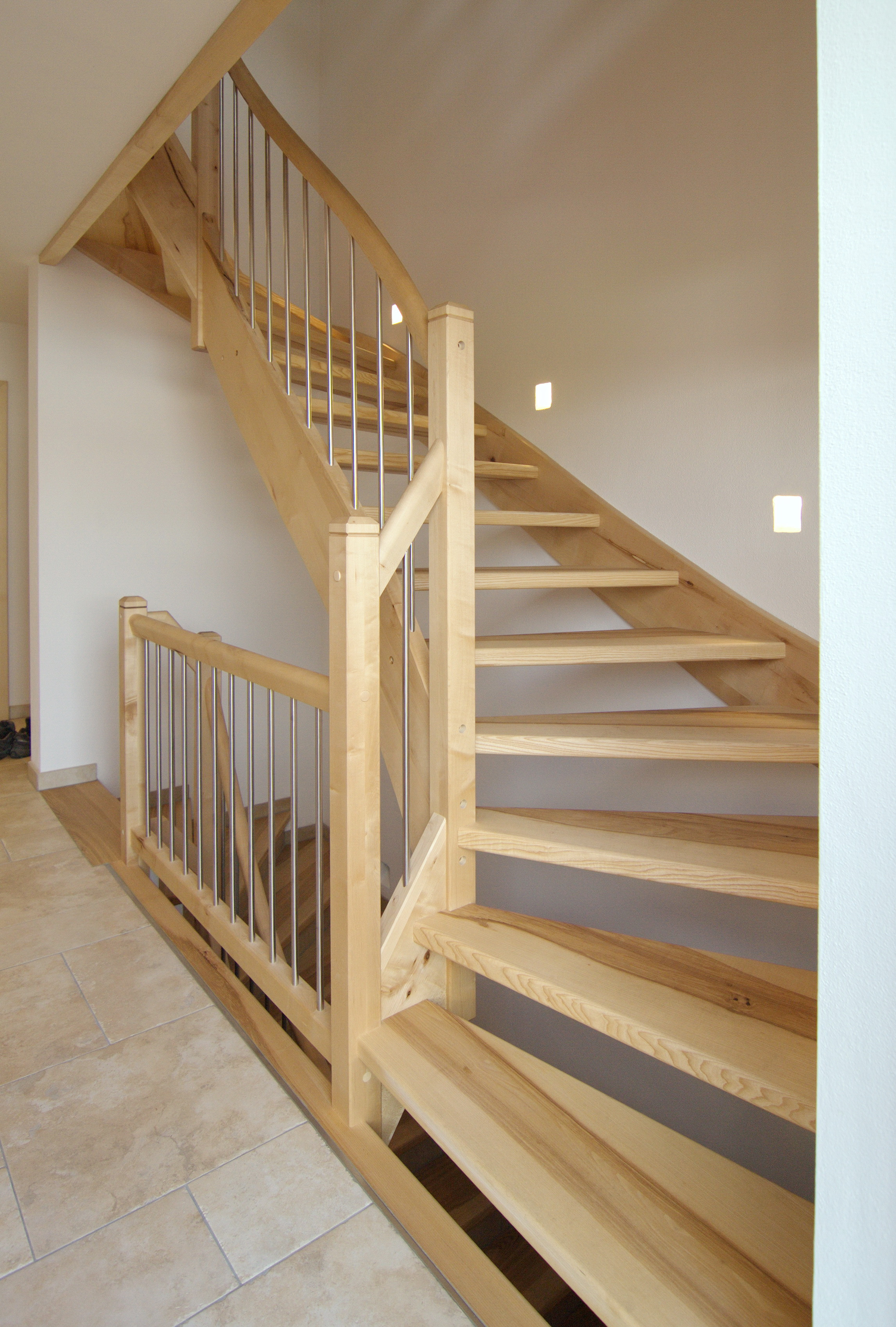 Treppe in Ahorn und Esche