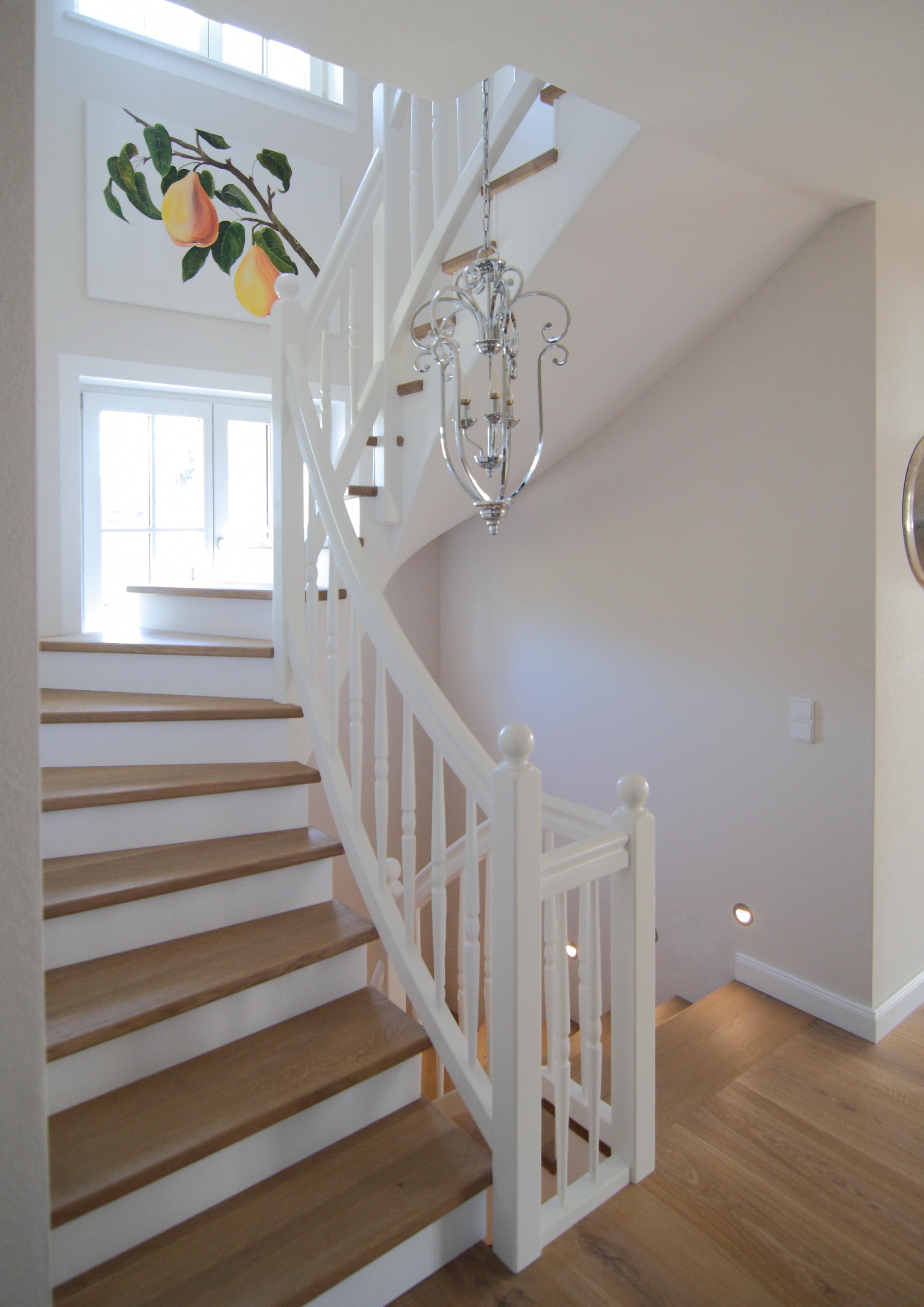 Treppe in Eiche und Weißlack