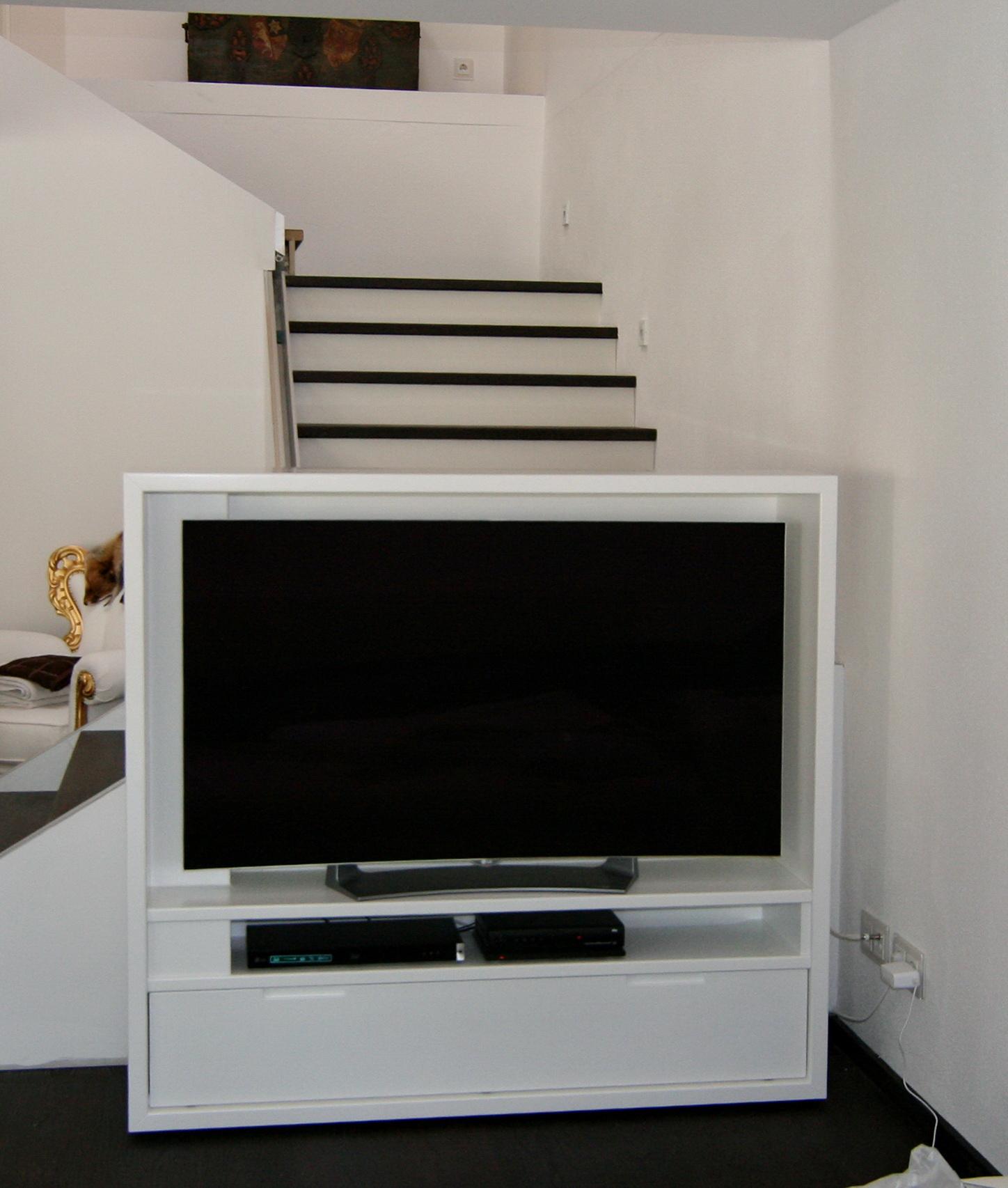 Fahrbares TV-Möbel in weiß