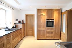 Küche in Rüster mit Steinplatte