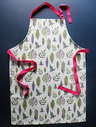 Beautiful cotton kitchen apron using the Foliage hand drawn leaf design by Willis Bloom. Made in England.