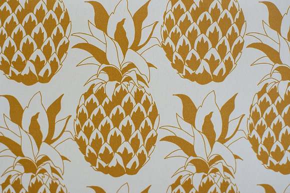 Willis Bloom Pineapple wallpaper in Golden Mist. A soft gold wallpaper for a beautiful home. Love pattern.
